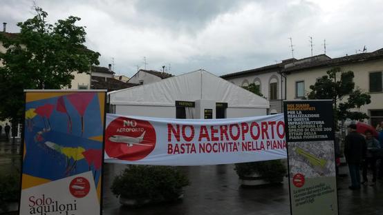 Contestata la presenza dello stand di Toscana Aeroporti a Campi Bisenzio