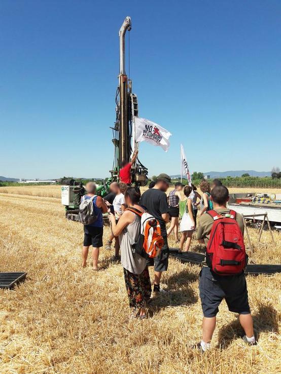 Gli abitanti difendono la piana - bloccati lavori sondaggio